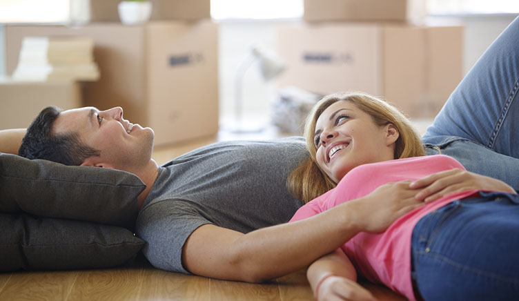 couple-moving-into-new-house