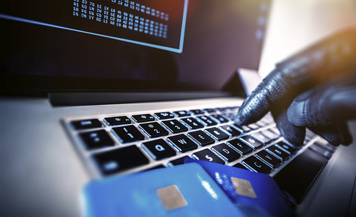 identity-thief-using-credit-cards-online