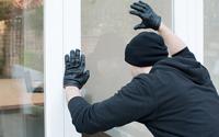burglar-plotting-breakin-thumbnail