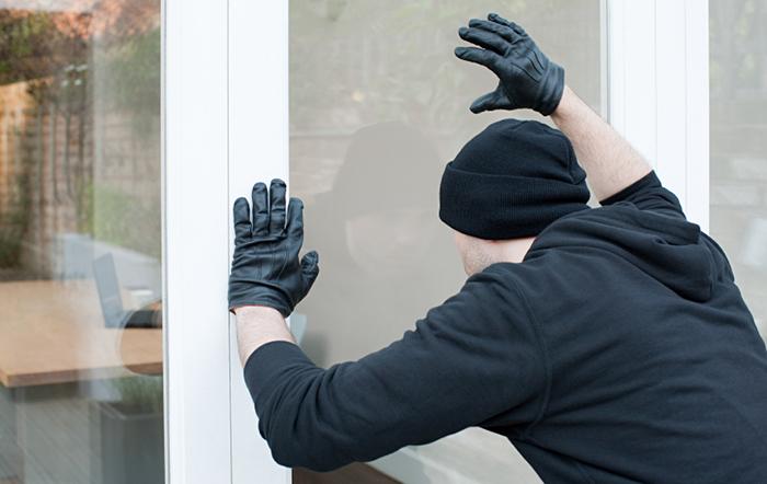 burglar-looking-for-alarm-system
