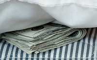 hiding-cash-under-mattress-thumbnail